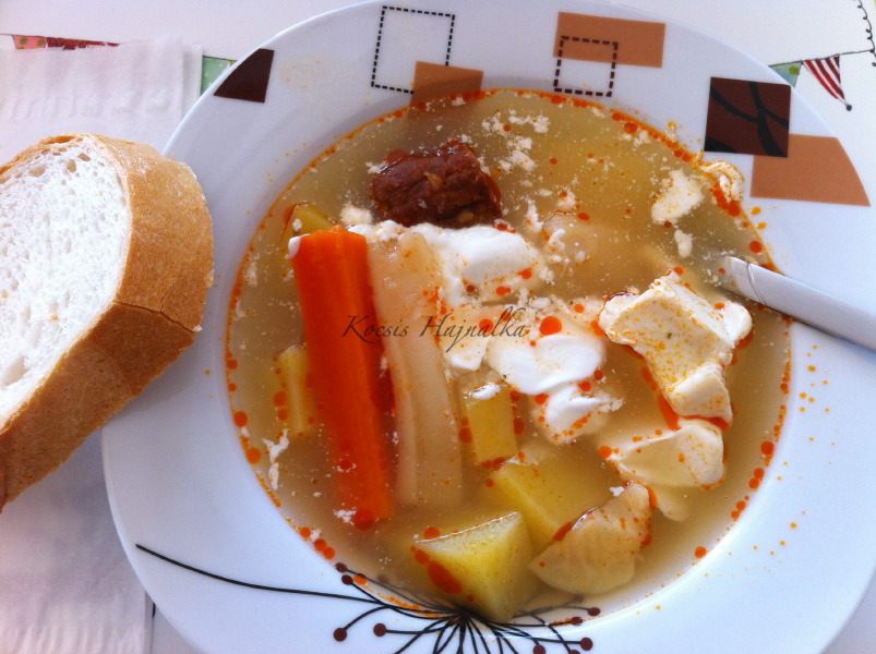savanyúleves, savanyú krumplileves recept, Kocsis Hajnalka receptje, www.mokuslekvar.hu